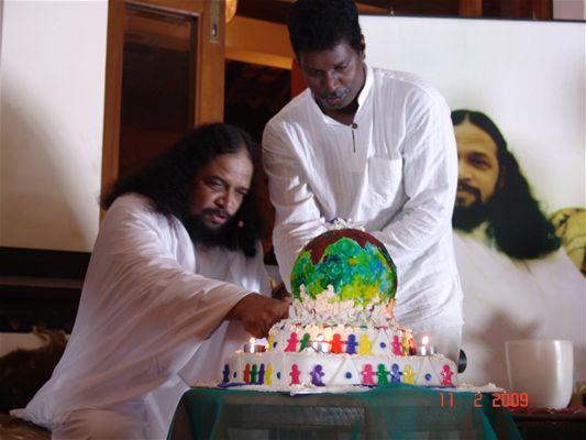 8 Mahan Jeyanthi cake cutting