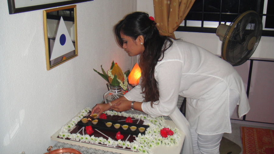 2 Light Up Astha Deepam by Mei Ganaselvi Shamini Kalidas