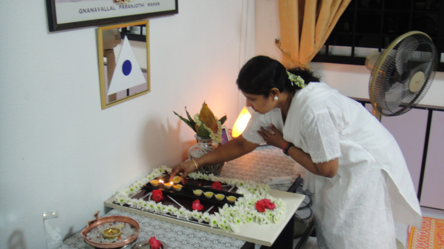 3 Light Up Astha Deepam by Mei Ganaselvi Parvathi Mahalingam