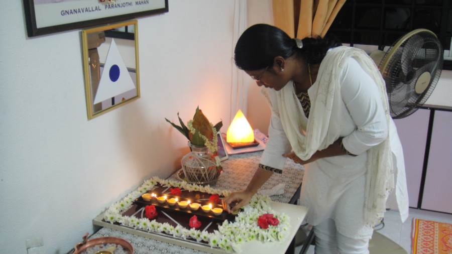 5 Light Up Astha Deepam by Mei Ganaselvi Kavitha Senthil